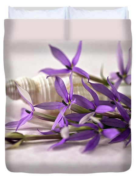 Starshine Laurentia Flowers And White Shell Duvet Cover