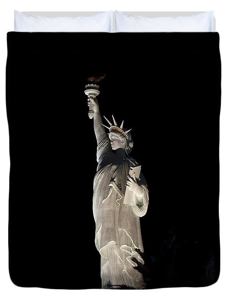 Statue Of Liberty After Midnight Duvet Cover by Ivete Basso Photography