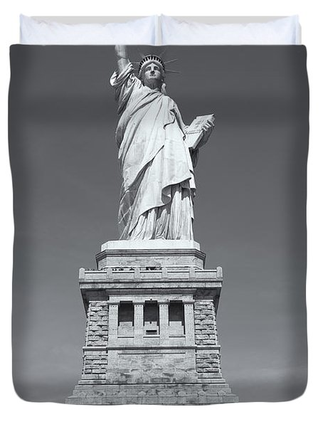 Statue Of Liberty IIi Duvet Cover by Clarence Holmes