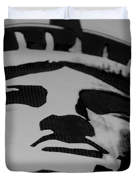Statue Of Liberty In Black And White Duvet Cover by Rob Hans