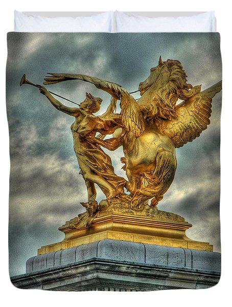 Statue On Pont Alexandre IIi Duvet Cover