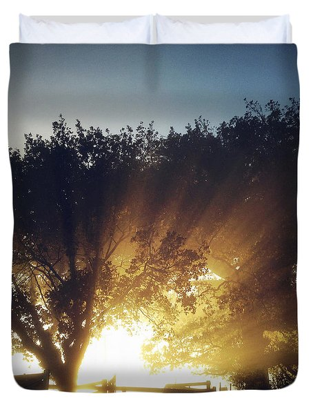 Sun Rays Duvet Cover by Les Cunliffe
