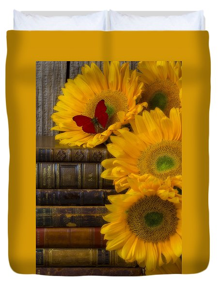 Sunflowers And Old Books Duvet Cover