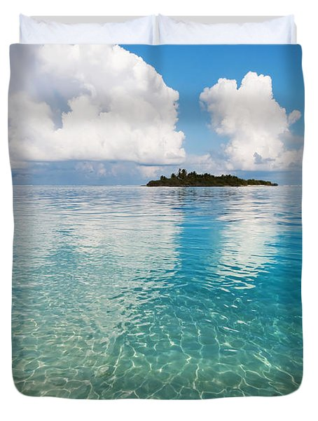 Sunny Invitation For  You. Maldives Duvet Cover