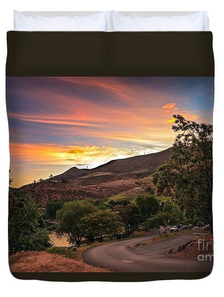 Sunrise At Woodhead Park Duvet Cover by Robert Bales