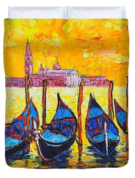 Sunrise In Venice Italy Gondolas And San Giorgio Maggiore Duvet Cover by Ana Maria Edulescu