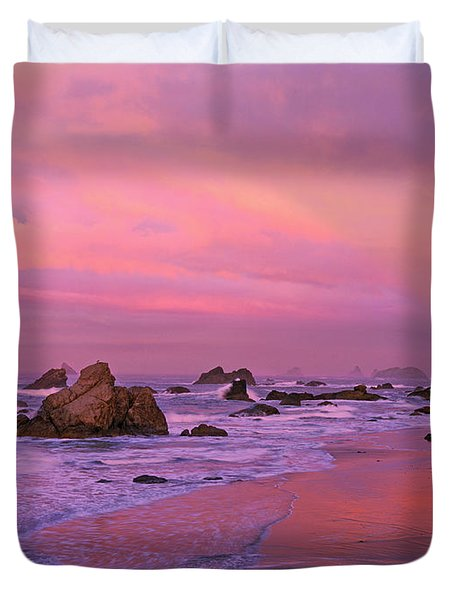 Duvet Cover featuring the photograph Sunrise On Sea Stacks Harris Sb Oregon by Dave Welling