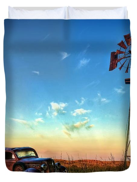 Duvet Cover featuring the photograph Sunrise On The Farm by Ken Smith