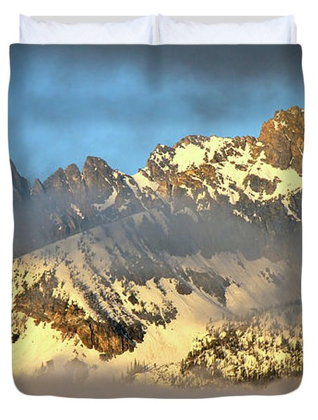 Sunrise On Thompson Peak Duvet Cover by Ed  Riche