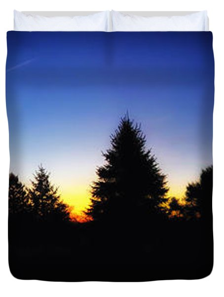 Sunrise Over East Lawn Panorama Duvet Cover by Thomas Woolworth