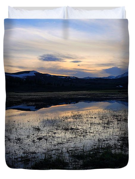 Sunset At A Lake Near Mammoth In Yellowstone Duvet Cover