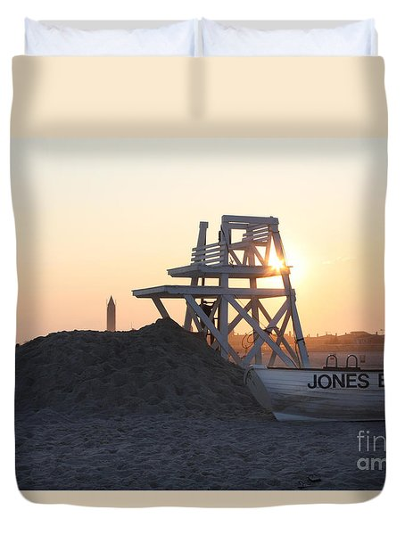 Sunset At Jones Beach Duvet Cover by John Telfer