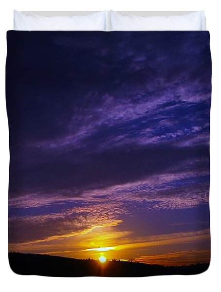 Sunset From Lyle Wa Duvet Cover by Jeff Swan