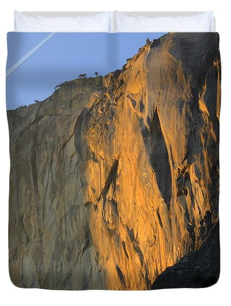 Sunset On Horsetail Fall Duvet Cover by Jim and Emily Bush