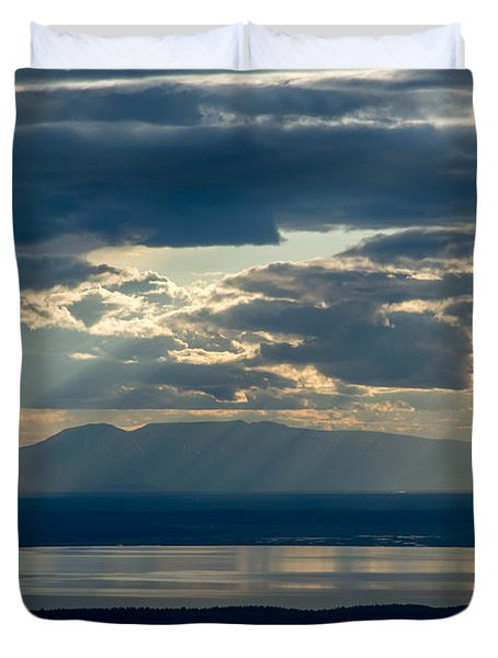 Sunset Rays Over Mount Susitna Duvet Cover by Andrew Matwijec