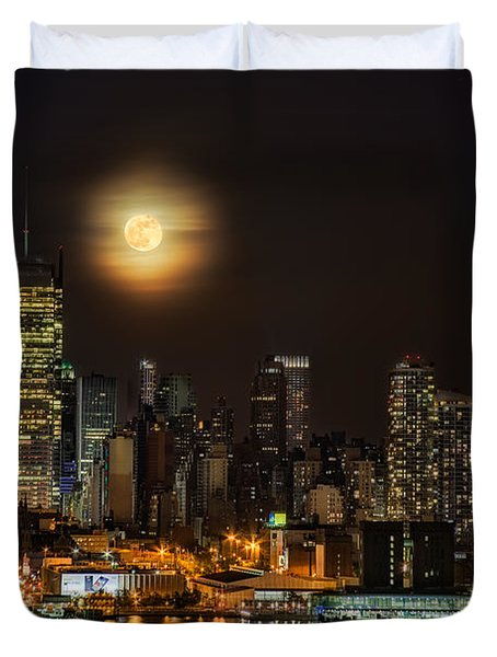 Duvet Cover featuring the photograph Super Moon Over Nyc by Susan Candelario
