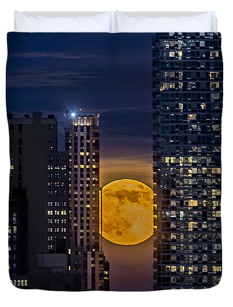 Super Moon Rises Over The Big Apple Duvet Cover by Susan Candelario