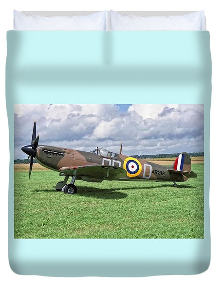 Duvet Cover featuring the photograph Supermarine Spitifire 1a by Paul Gulliver
