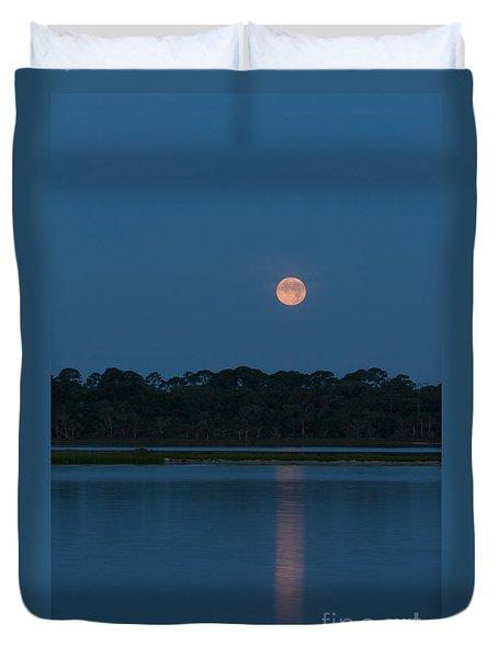 Duvet Cover featuring the photograph Supermoon Dawn 2013 #2 by Paul Rebmann