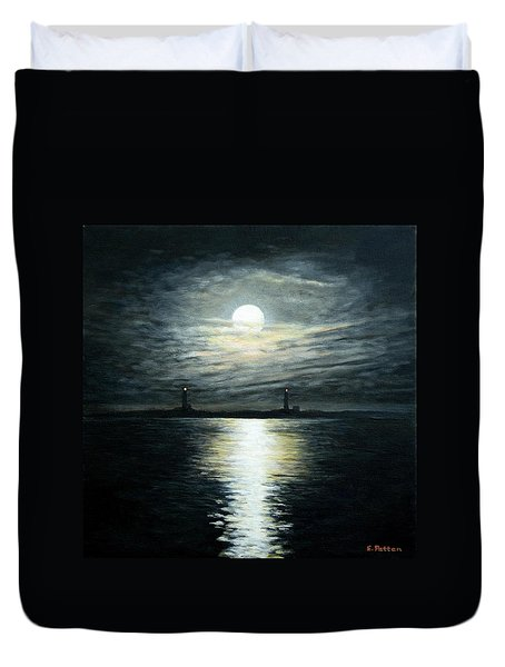 Supermoon Rising Over Thacher Island Duvet Cover by Eileen Patten Oliver