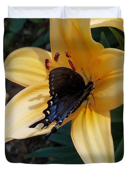 Duvet Cover featuring the photograph Swallowtail On Asiatic Lily by Kathryn Meyer