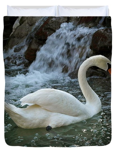 Swan A Swimming Duvet Cover