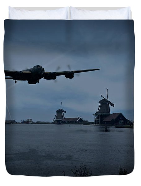 Dambusters Lancaster T For Tommy En Route To The Sorpe Duvet Cover