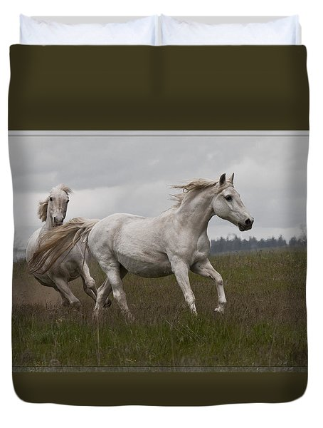 Duvet Cover featuring the photograph Talegating 5924 by Wes and Dotty Weber