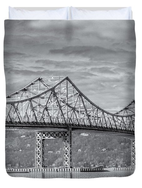 Tappan Zee Bridge Iv Duvet Cover by Clarence Holmes