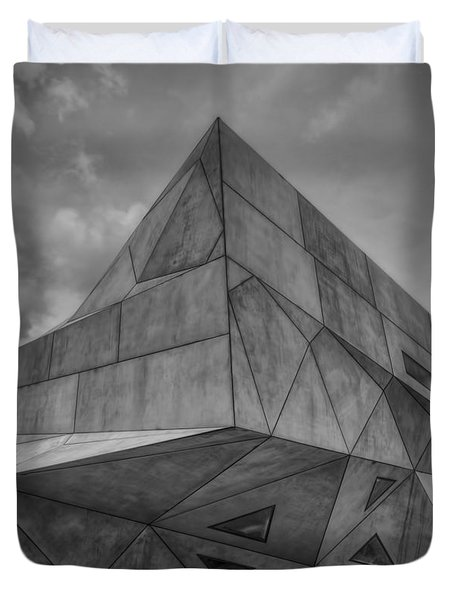 Duvet Cover featuring the photograph Tel Aviv Museum  by Ron Shoshani