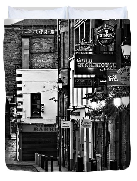 Duvet Cover featuring the photograph Temple Bar / Dublin by Barry O Carroll