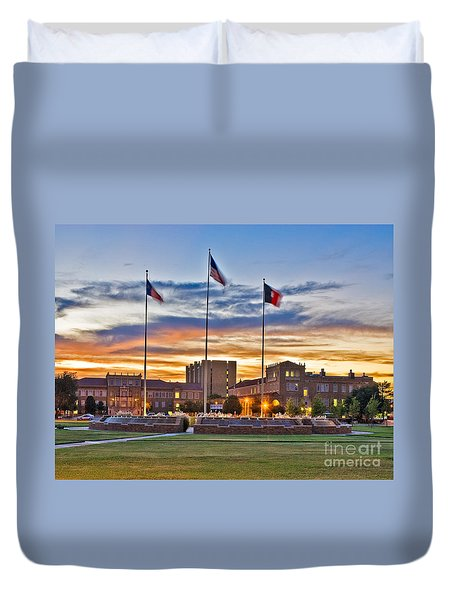 Duvet Cover featuring the photograph Memorial Circle At Sunset by Mae Wertz