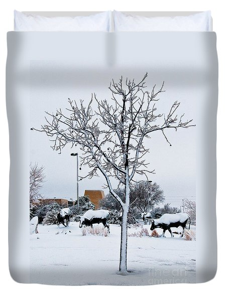 Duvet Cover featuring the photograph Heritage Grounds by Mae Wertz