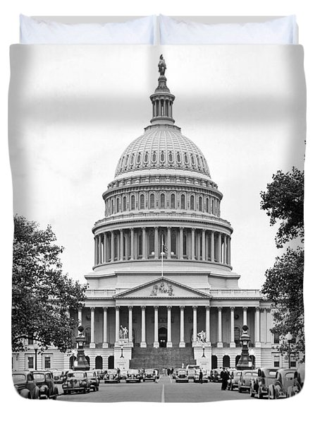 The Capitol Building Duvet Cover by Underwood Archives