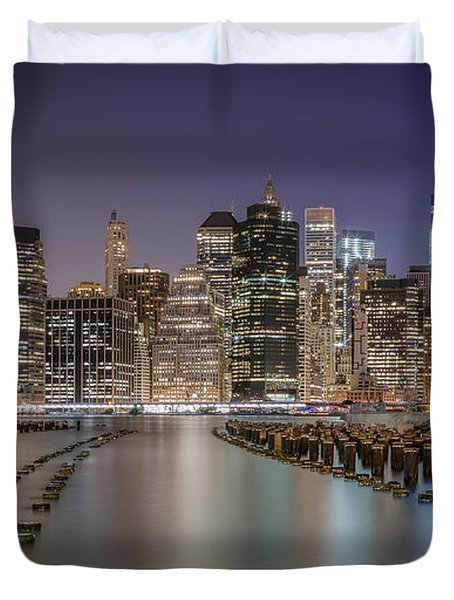 The City That Never Sleeps 16 9 Aspect Duvet Cover