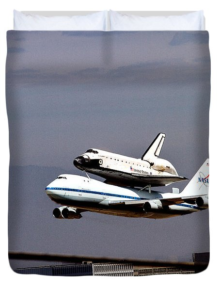 The Endeavor And Her 747 Final Landing At Lax Duvet Cover