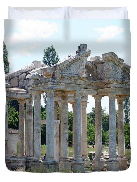 The Four Roman Columns Of The Ceremonial Gateway  Duvet Cover by Tracey Harrington-Simpson