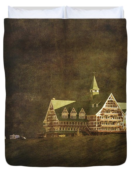 The Historic Prince Of Wales Hotel Duvet Cover by Roberta Murray