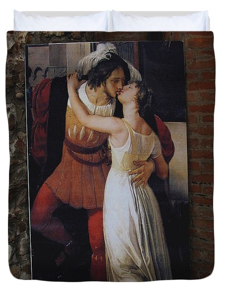 The Kiss Of Romeo And Julieta Duvet Cover by Natalie Ortiz