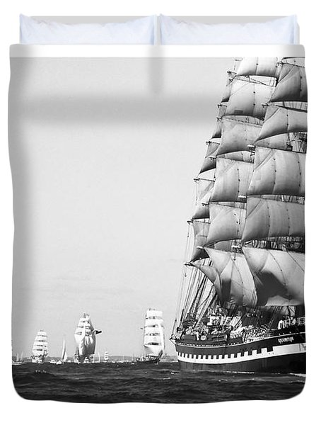 The Kruzenshtern Departing The Port Of Cadiz Duvet Cover by Pablo Avanzini