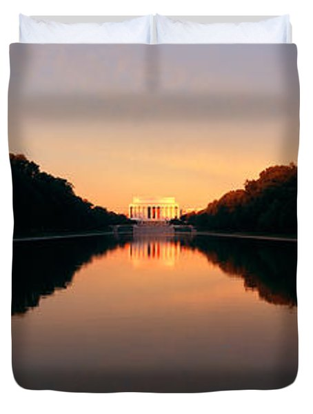 The Lincoln Memorial At Sunset Duvet Cover by Panoramic Images