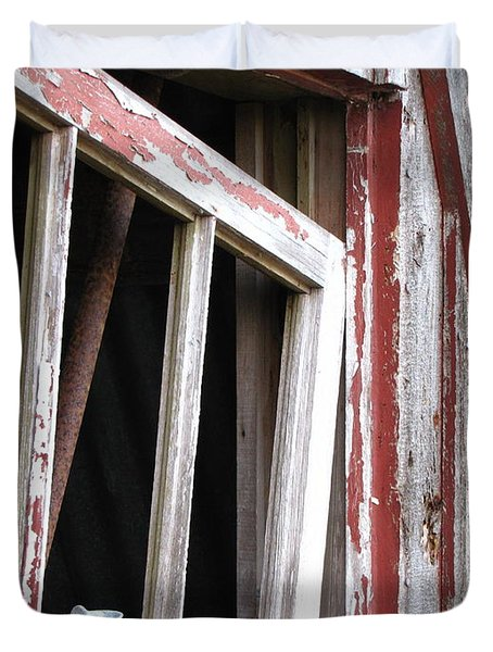 Duvet Cover featuring the photograph The Old Barn by Beth Vincent