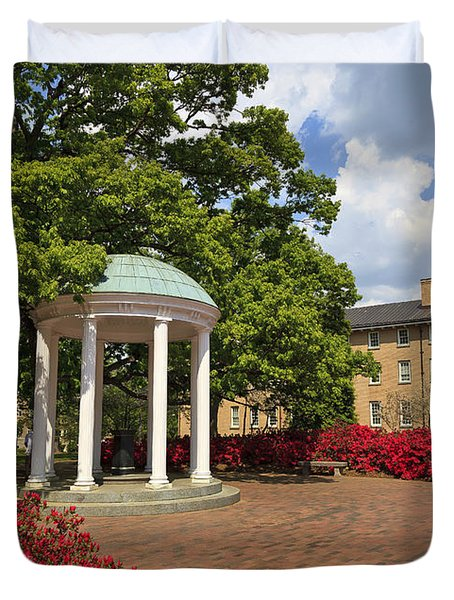 The Old Well At Chapel Hill Campus Duvet Cover