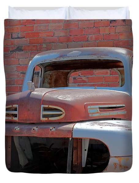 Duvet Cover featuring the photograph The Pick Up by Lynn Sprowl