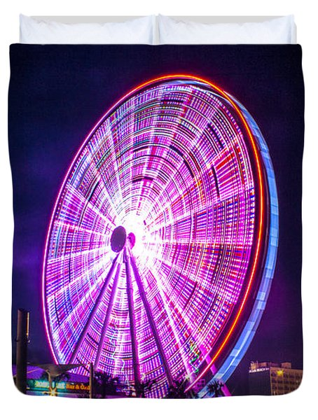 Duvet Cover featuring the photograph The Skywheel by Rob Sellers