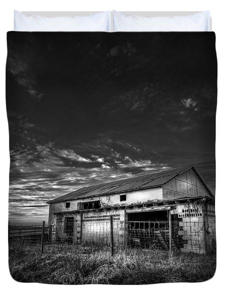 This Old Barn-b/w Duvet Cover