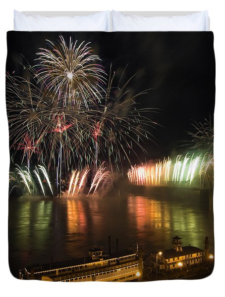 Thunder Over Louisville - D008432 Duvet Cover by Daniel Dempster