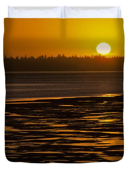 Duvet Cover featuring the photograph Tidal Pattern At Sunset by Jeff Goulden
