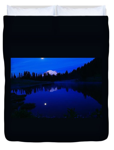 Tipoe Lake And Mount Rainer Duvet Cover by Jeff Swan