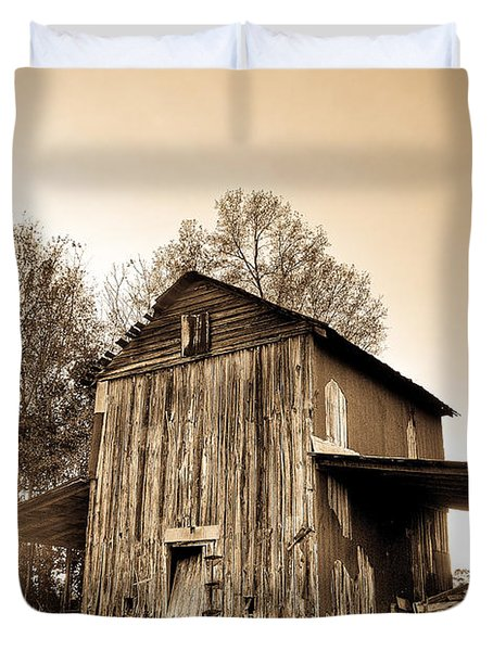 Tobacco Barn In Sunset Duvet Cover